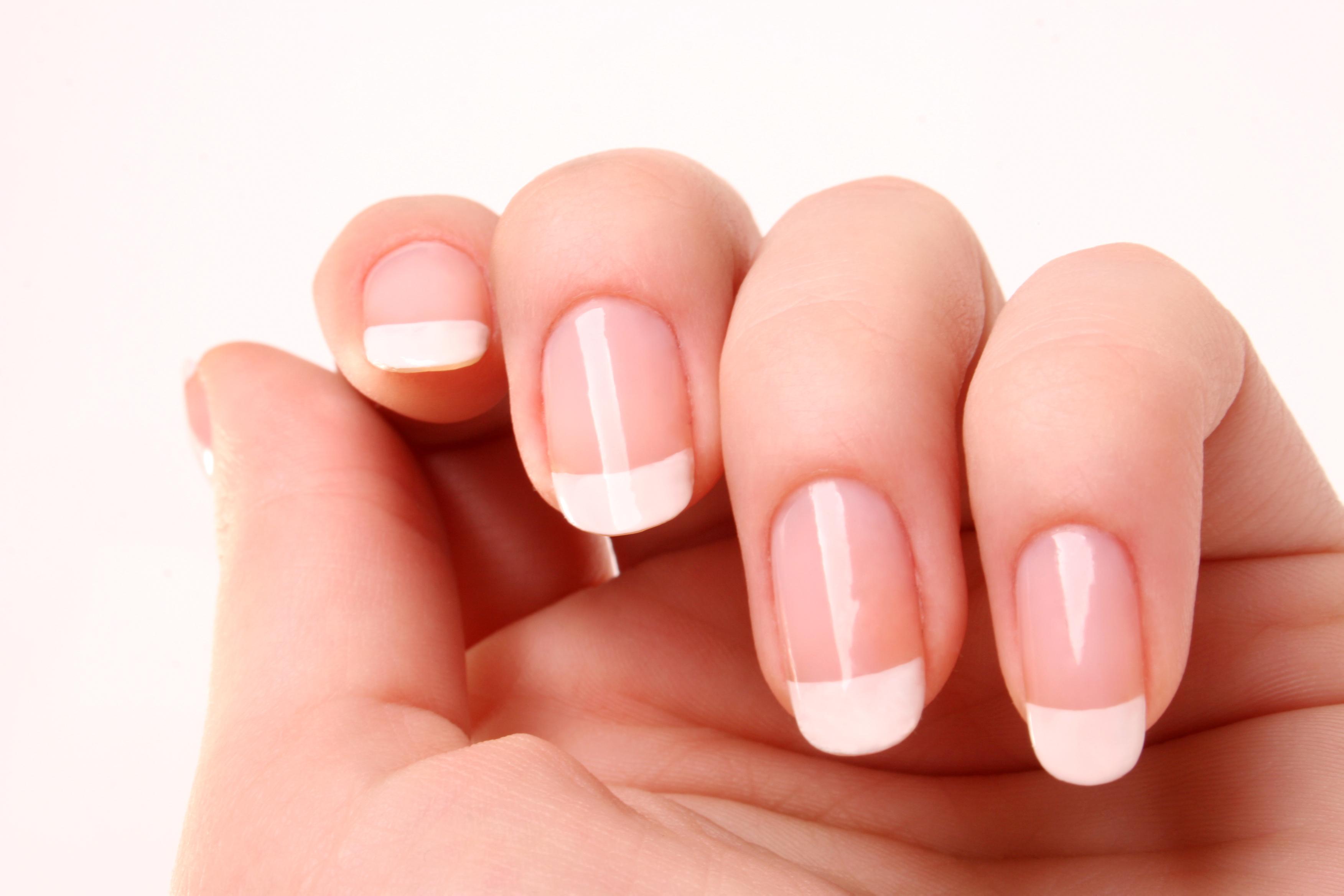 French Nails: Der ewige Klassiker